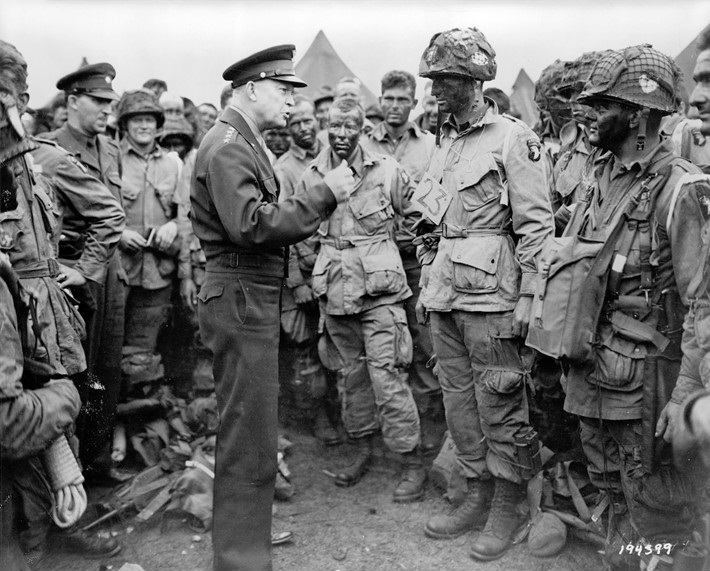 Eisenhower speaks with 502nd Parachute Infantry Regimen